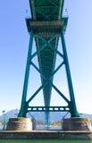 Grön metallisk lejonportbro - Vancouver, Royaltyfria Bilder