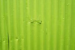 Grön metallyttersida med sliten målarfärg Arkivbilder