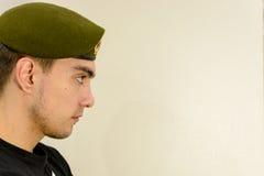 grön militär för basker Fotografering för Bildbyråer