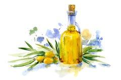 Grön olivgrön filial och olivolja i glasflaskan Royaltyfri Foto