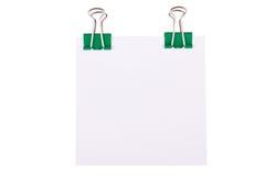 grön paperclip för anmärkningspapper Arkivfoto