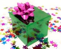 grön pinkpresent Arkivfoto