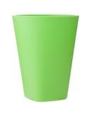 Grön plast- kopp som isoleras på vit Arkivfoto