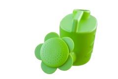 Grön plast- som bevattnar kan Royaltyfria Foton