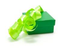 grön present Arkivfoto