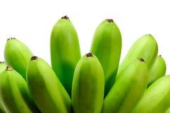 Grön rå banan på vit bakgrund Royaltyfri Fotografi