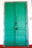 Grön retro dörr Gammal arkitektonisk beståndsdel Royaltyfri Fotografi