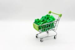 Grön shoppingvagn med pusslet för gräsplan 3d inom Fotografering för Bildbyråer