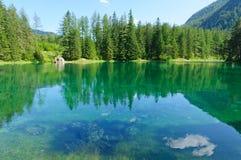 Grön sjö (Grüner ser), i Bruck en derMur, Österrike Arkivfoton