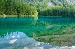 Grön sjö (Grüner ser), i Bruck en derMur, Österrike Arkivfoto