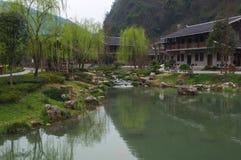 Grön sjö under den tidiga våren i Kina Arkivfoto