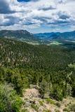 Grön skogsbevuxen bergdal, Rocky Mountain National Park colorado Natur av Nordamerika, USA Fotografering för Bildbyråer