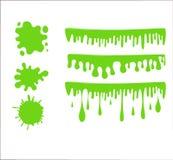 Grön slamuppsättning på rutig genomskinlig bakgrund Målarfärgdroppabstrakt begrepp Fotografering för Bildbyråer