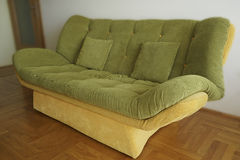 Grön soffa för närbild Fotografering för Bildbyråer