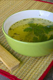 Grön soppa som tjänas som kinesisk stil Royaltyfri Fotografi