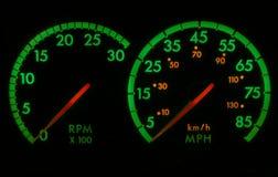grön speedometer för red r/min. Arkivfoton