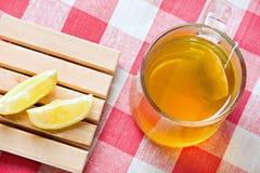 grön sund citrontea för drink royaltyfria foton
