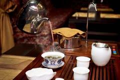 Grön tea med koppen och teapoten Arkivfoton