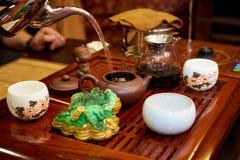Grön tea med koppen och teapoten Arkivbilder