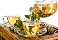 Grön tea med koppen och teapoten Royaltyfria Bilder