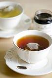 Grön tea och svart tea Fotografering för Bildbyråer