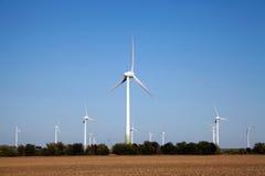 grön teknologiwindpower Arkivbilder