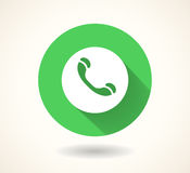 Grön telefonlursymbol som isoleras på vit bakgrund Socialt massmediasymbol för vektor 10 eps Arkivbilder