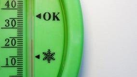 Grön termometer på vit bakgrund royaltyfria bilder