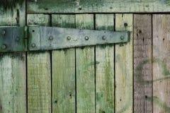 Grön texturerad bakgrund från gröna träbräden royaltyfria bilder