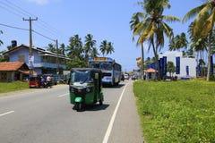 Grön Tuk tuk Sri Lanka royaltyfri bild