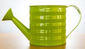 Grön vattencan fotografering för bildbyråer