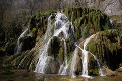 grön vattenfall Arkivfoto