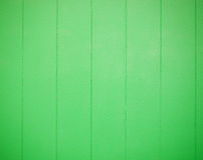 Grön wood textur med vertikala band royaltyfria bilder