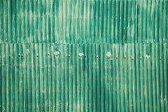 Grön zinkväggbakgrund Arkivbilder