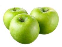 Gröna äpplen med sidor och blommor på vit bakgrund Arkivfoton