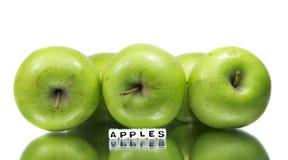 Gröna äpplen med textmeddelandet Royaltyfri Foto