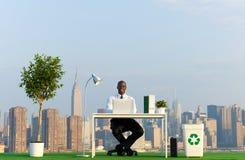 Gröna affärsidéer som är utomhus- med stads- plats Royaltyfri Foto