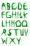 Gröna alfabetbokstäver för folk Arkivfoton
