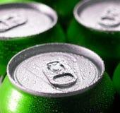 Gröna aluminiumburkar Royaltyfri Fotografi