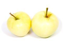 Gröna Apple med det vita bakgrundsslutet som isoleras upp Royaltyfria Bilder