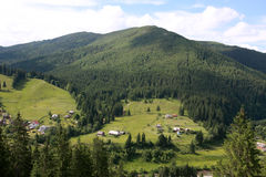 gröna berg Arkivbild
