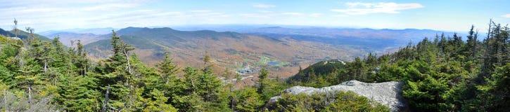 Gröna berg från överkant av monteringen Mansfield, Vermont Arkivbild