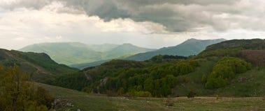 Gröna berg i Krimet arkivfoto