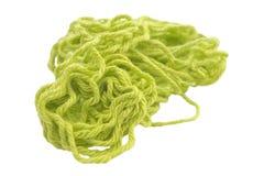 Gröna bomullstrådar för virkning eller handarbete som isoleras på vit arkivfoton