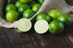 gröna citroner Arkivbild