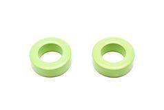 Gröna FerriteTorroid kärnor av induktionsapparaten och transformatorn Arkivfoton