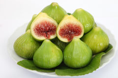 Gröna figs på white Arkivbilder