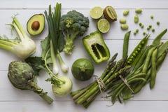 Gröna frukter och grönsaker för att laga mat royaltyfri bild