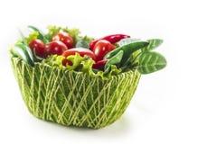 Gröna grönsaker i en korg Fotografering för Bildbyråer