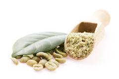 Gröna kaffebönor med bladet Royaltyfria Bilder